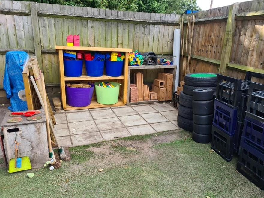Large construction and loose parts