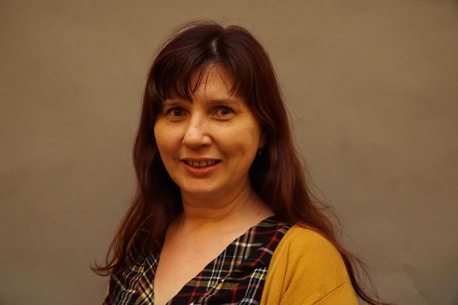 Mrs J Hampton-Saunders - Pips Bach Leader