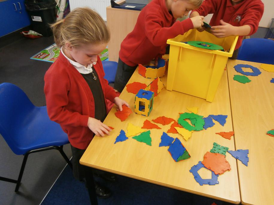 Using polydron to make shapes