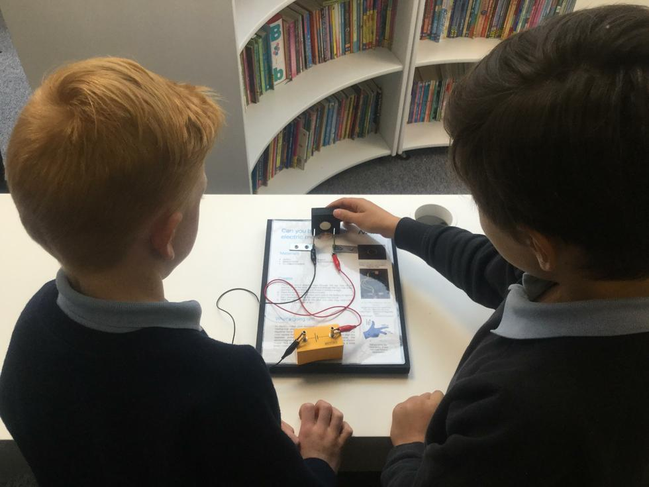 Light (STEM day) - Year 4