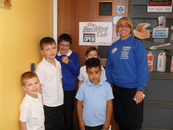 Cat from Tesco's with some pupils