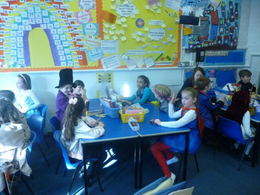 2J children discussing their favourite books