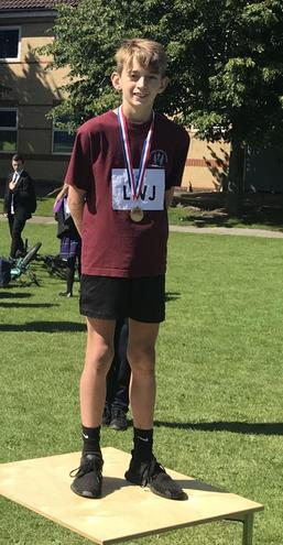 Zac wins silver in the Year 6 boys 100m