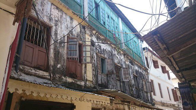 Buildings above the alleyways