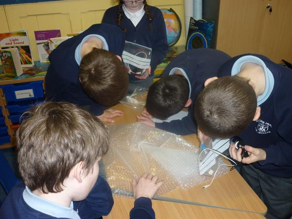 Evaluating sound levels in bubble wrap
