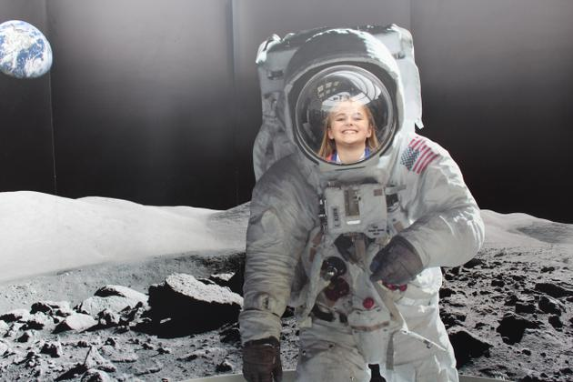 OH MY GOSH! I'M ON THE MOON!