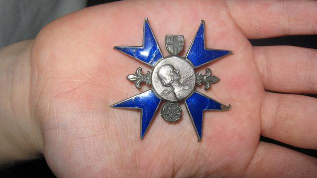 A Florence Nightingale nursing badge.