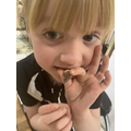 A dinosaur tooth! Great find, Arrietty.