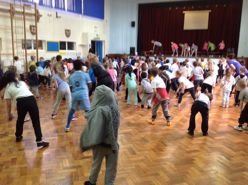 KS1 enjoying their disco dancing!