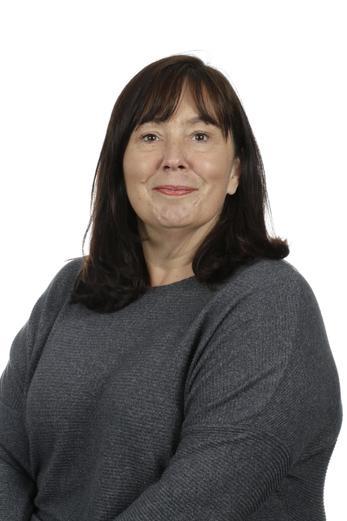 Mrs E. Playe Teaching Assistant