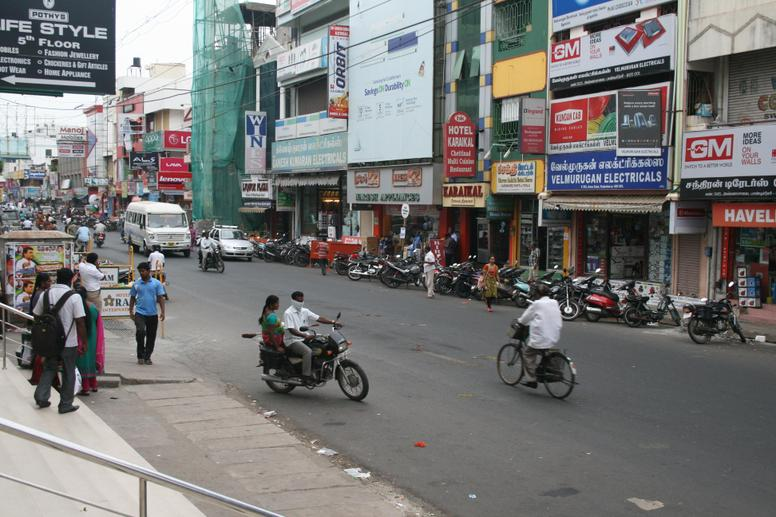 Busy streets in Pondicherry