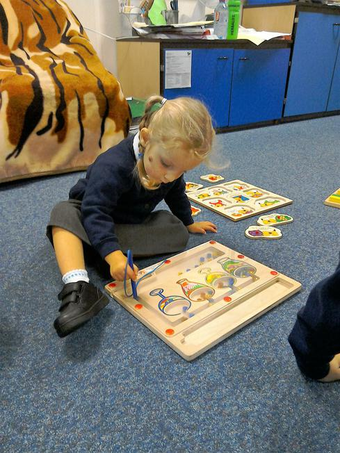 magnetic jigsaws - sorting shapes
