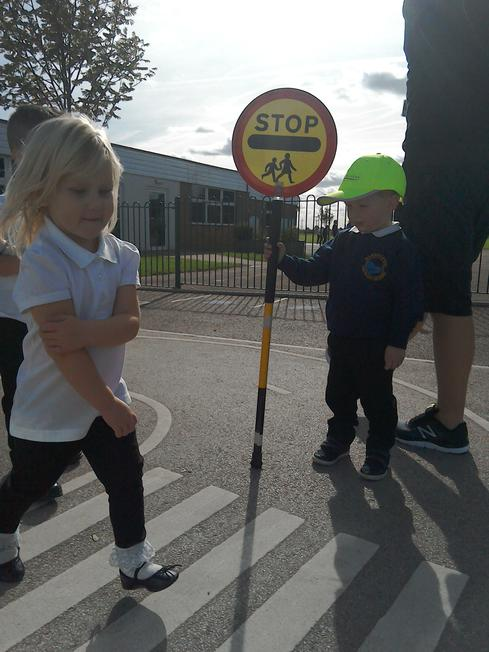 Learning how to cross a road safely