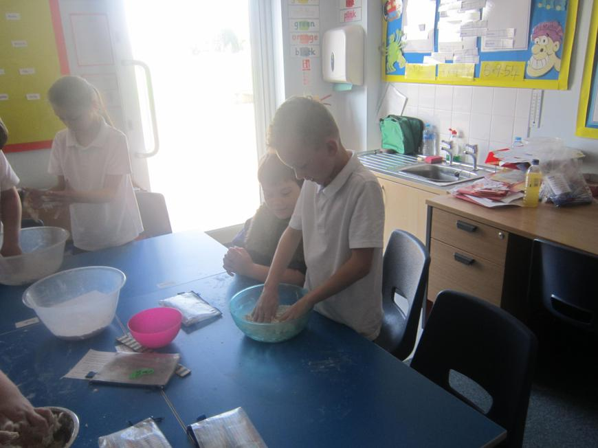 Mixing the flour and oats.