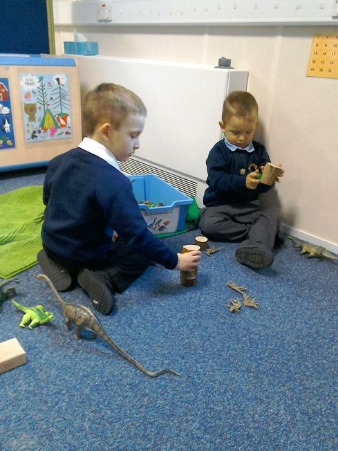 imaginative play with dinosaurs