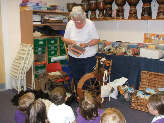 Mrs Hambly showed us how she untangles the wool