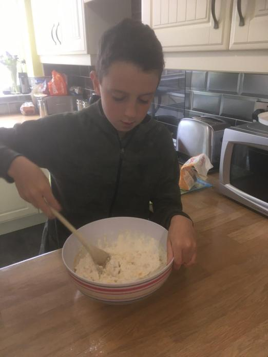 Rory Makes Banana Cake!