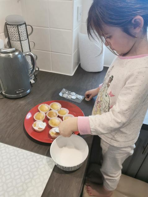 Isabel is decorating her cakes...