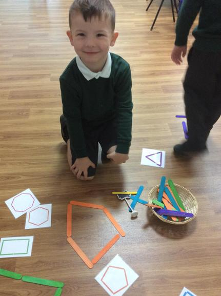 Making 2D shapes using lolly sticks