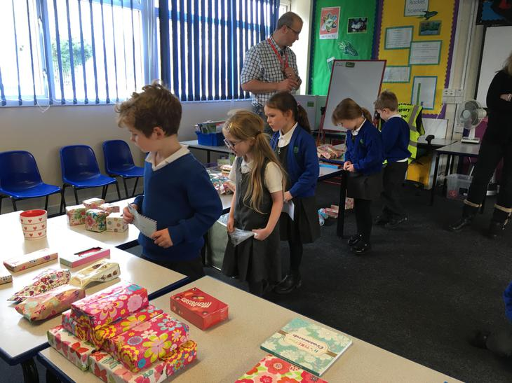 Pupils choosing their Mothers Day Gifts - 2018