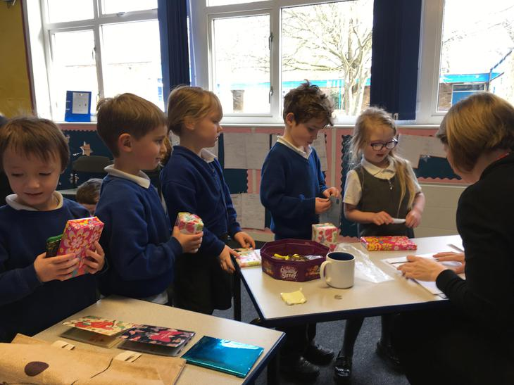 Pupils Paying for their Mothers Day Gifts - 2018