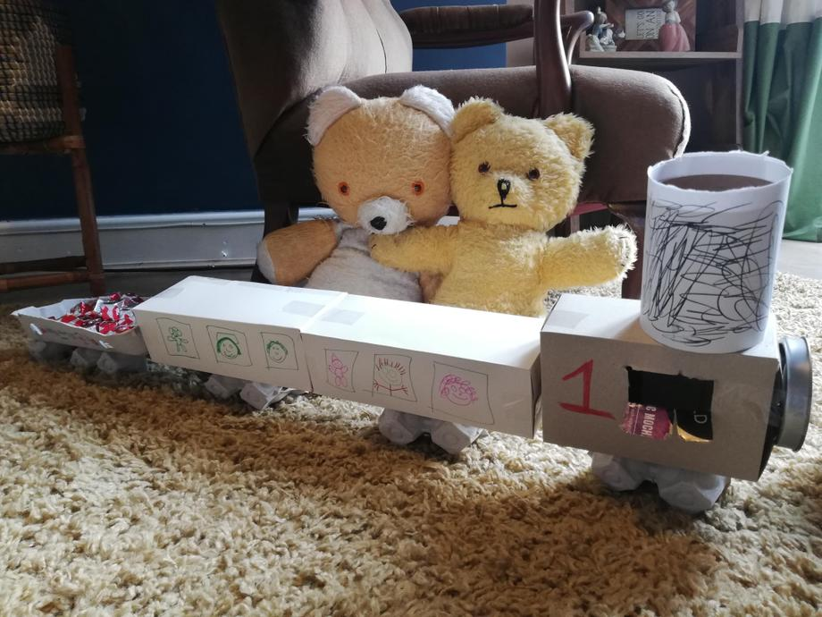 Big Ted and Little Ted have created a train with lots of passengers 🚂travelling inside.
