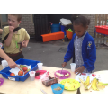 Hafsa and Oliver tasted fruit and made smoothies
