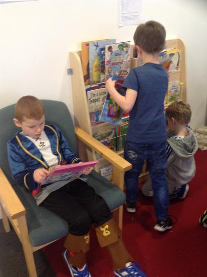 Callum and Dylan deciding what book to choose