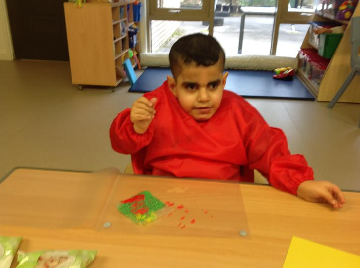 eslam is creating bubble pattern for Georges marvellous medicine