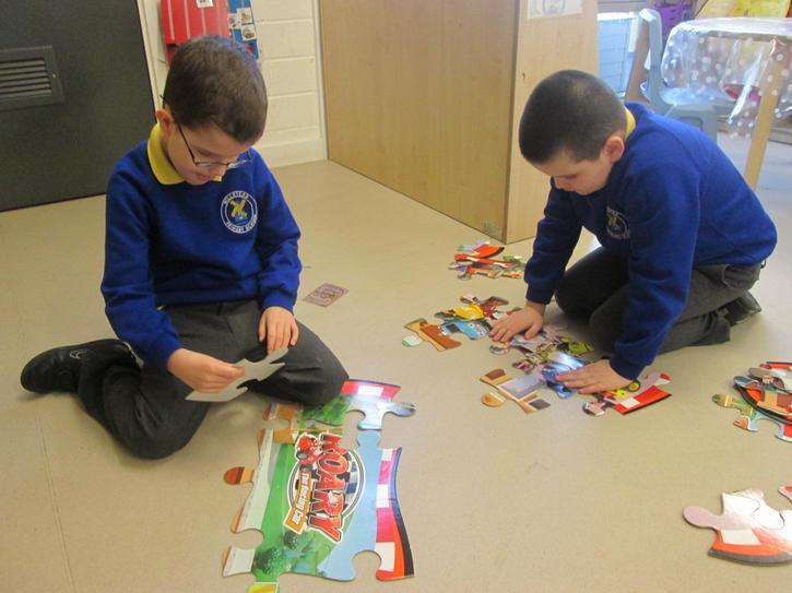 Finlay and Joseph building a jigsaw
