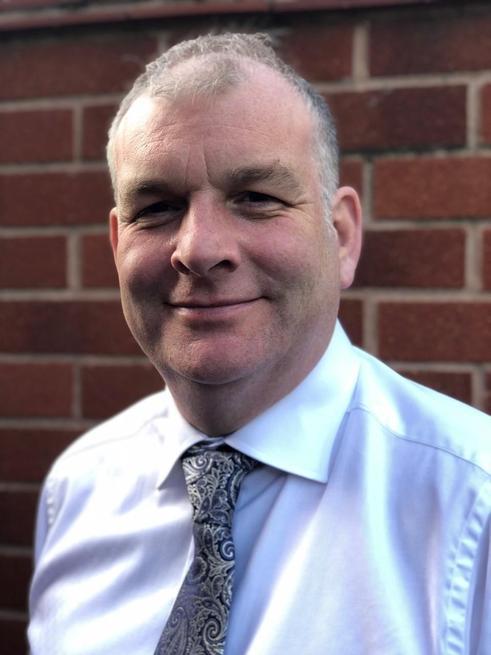 Mr Angus Sellwood
