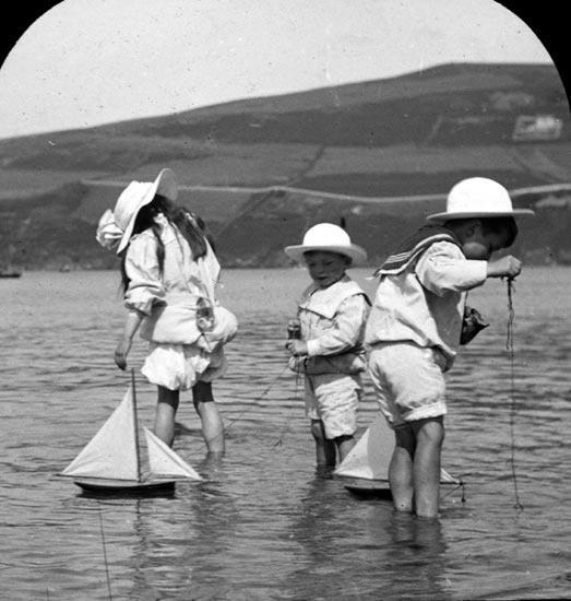 Sailing toy boats