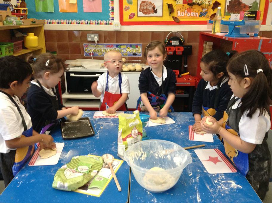 We kneaded the dough.