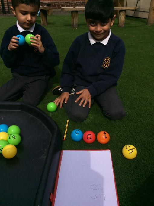 using the phonic balls to make words