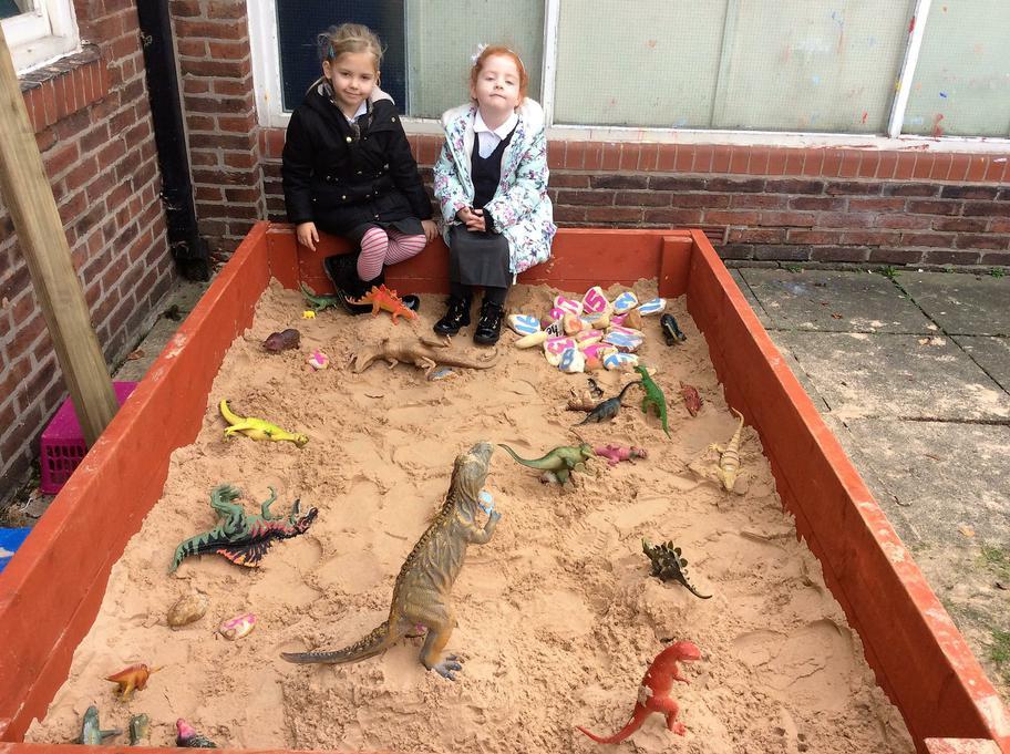 Jessica and Lola build a Dino Adeventure trail