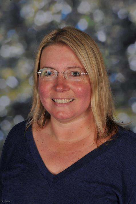 Miss H Lisney - Y4 teacher, KS2 Phase Lead & Maths Lead (CLT)