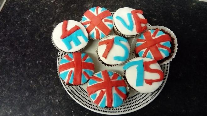 Keira made VE day cakes