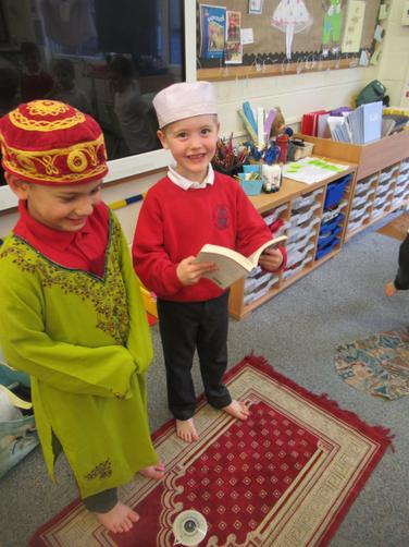 Oliver looked at the Qur'an (A Muslims special book))
