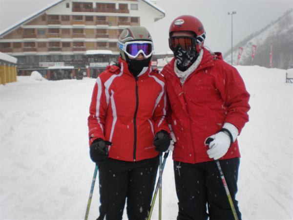 Kelly Donnan and Hannah Rainey ready to ski!