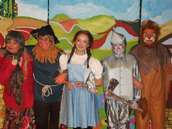 Aunty Em. Scarecrow,Dorothy, Tin Man and the Lion