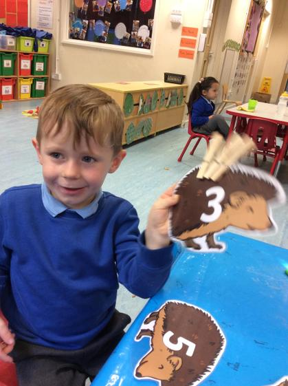 Well done Sonny for correctly matching amounts to numerals.