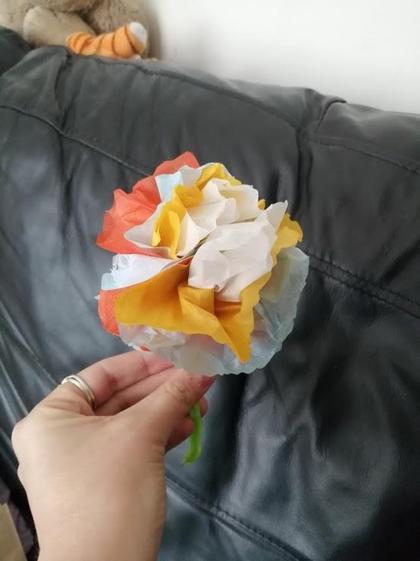 Amelia's paper flower (Y5)