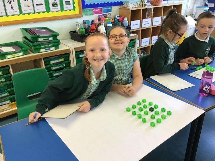 Arrays are pictures that represent multiplication number sentences