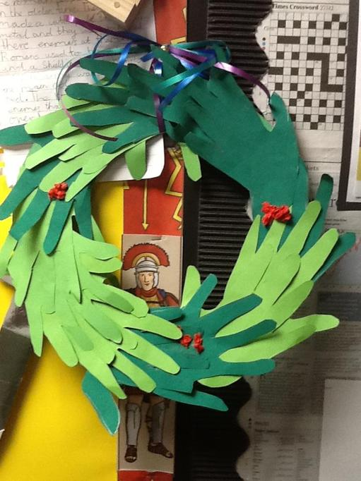 A wreath from each table
