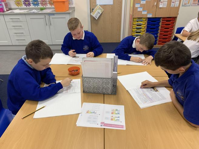 Identifying Features of Explanation Texts