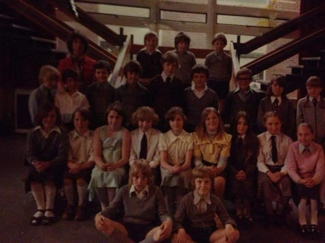 Class photo in 1980s at bottom of the Junior Hall stairs
