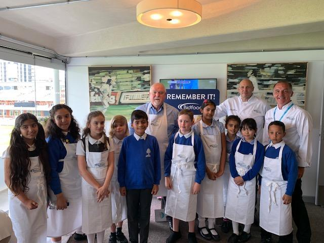 10 students, 2 chefs and an England captain!