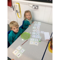 Matching numbers and number words.