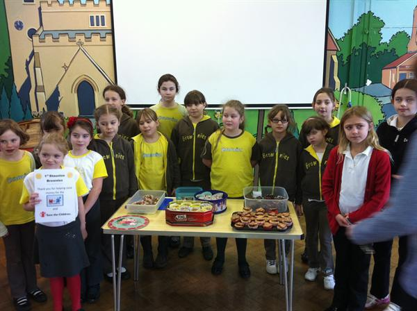 Brownie and Cubs Cake stall raising money