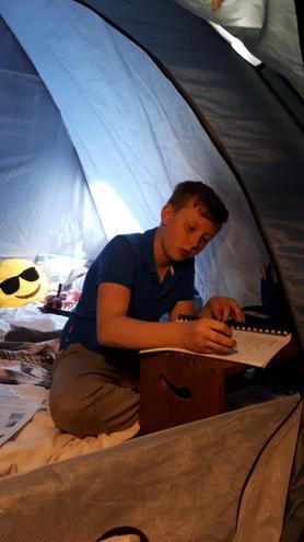 Homework tent...in bedroom...looks fun.